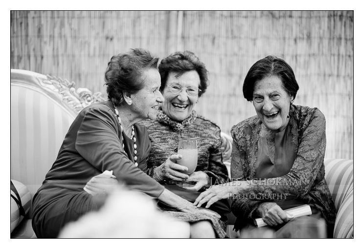 nautral candids aunties at perth wedding